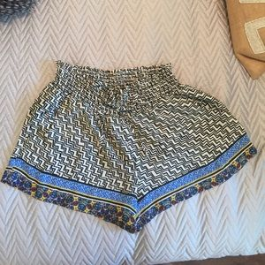 Patterned shorts with pockets size large